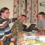 Ole, Niels Jakob og Thomas. Den unge mand har svært ved at holde øjnene åbne efter 22.