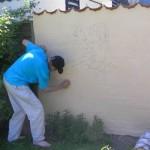 Rob maler Rip, Rap og Rup på havemuren