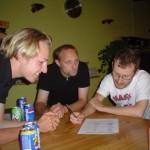 Sebastian, Germund og Olof grubler over quizspørgsmål