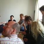 Harry ser til venstre, man kan også se Hans, Gilles, Erik, Lars, Maya og Sigvald