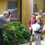 Lokalsprøjten kiggede forbi og fotograferede de lokale unger der var kommet for at kigge lidt